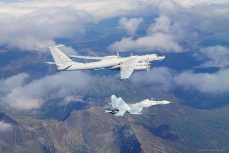 My phat sot khi Su-35S Nga ho tong Tu-95 ap sat Nhat-Han - Anh 1