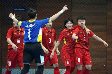 Huy diet Myanmar, futsal nu Viet Nam thap len hy vong co huy chuong - Anh 1