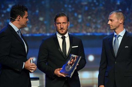 Francesco Totti 'xuong sac' trong ngay am giai 'Cong hien' - Anh 1