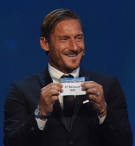 Francesco Totti 'xuong sac' trong ngay am giai 'Cong hien' - Anh 5