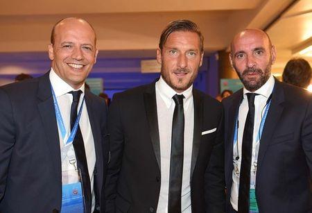 Francesco Totti 'xuong sac' trong ngay am giai 'Cong hien' - Anh 8