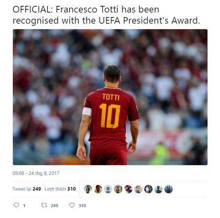 UEFA trao giai thuong dac biet cho 'Hoang tu thanh Rome' - Anh 1