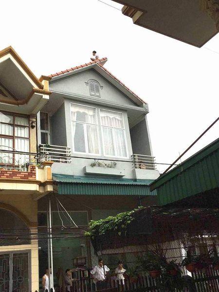 Quang Ninh: Thanh nien ngao da, nhay tu tang 3 xuong dat tu vong - Anh 1