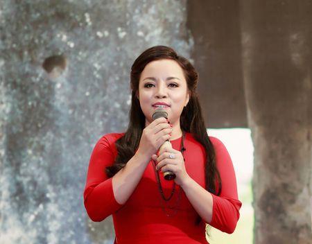 Sau 20 nam ca hat, NSUT To Nga ra mat album 'Gieng Que' dam chat xu nghe - Anh 2