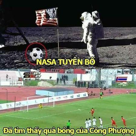 Anh che U22 Viet Nam bi loai khoi SEA Games 29 ngap tran mang xa hoi - Anh 1