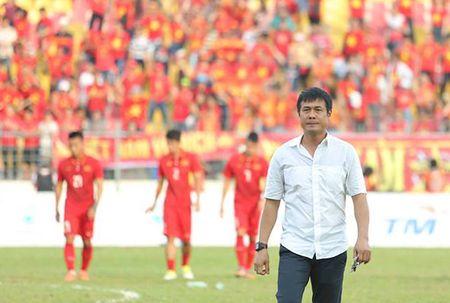 Nguyen Huu Thang trang tay roi ghe HLV truong doi tuyen Viet Nam - Anh 3