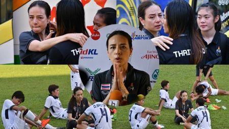 Nu ti phu Thai Lan bat khoc nhin HCV SEA Games vao tay Viet Nam - Anh 1