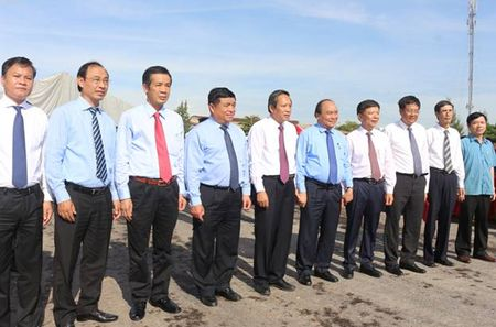 Quang Binh: To chuc thong xe ky thuat cau Nhat Le 2 - Anh 2