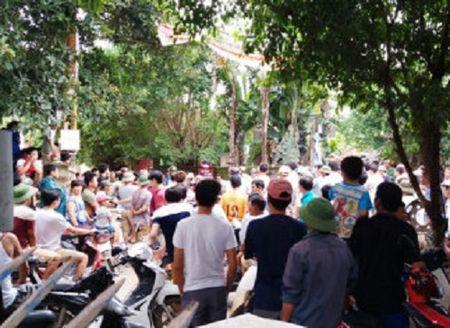Hang tram ho dan chan duong phan doi doanh nghiep no min khai thac da - Anh 2
