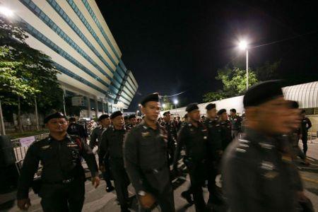 Thai Lan tang cuong 4.000 canh sat ben ngoai phien toa xet xu Cuu Thu tuong - Anh 1