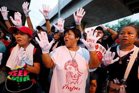 Thai Lan tang cuong 4.000 canh sat ben ngoai phien toa xet xu Cuu Thu tuong - Anh 3