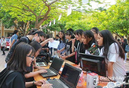 'Sot' cung Clubs Fair cua hoc sinh truong Phan - Anh 3
