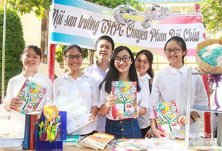 'Sot' cung Clubs Fair cua hoc sinh truong Phan - Anh 8