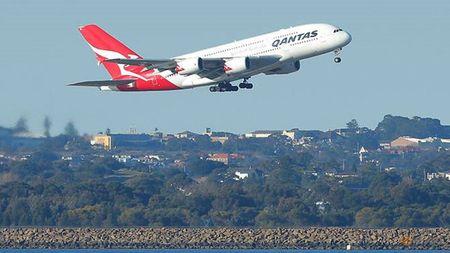 Qantas Airways mo tuyen bay thuong mai dai nhat the gioi - Anh 1