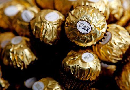 Trom 4 tan chocolate luc lai xe tai o Thuy Dien ngu say - Anh 1