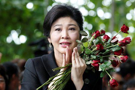 Cuu thu tuong Yingluck vang mat, toa ra lenh truy na - Anh 1