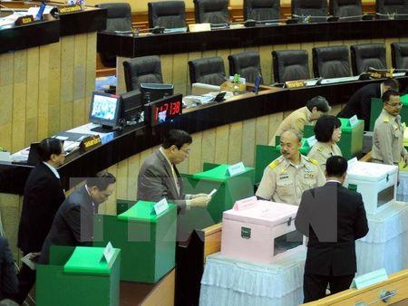 Cuu Thu tuong Thai Lan Yingluck bi truy na, lat lai be boi tham nhung tro gia gao - Anh 2