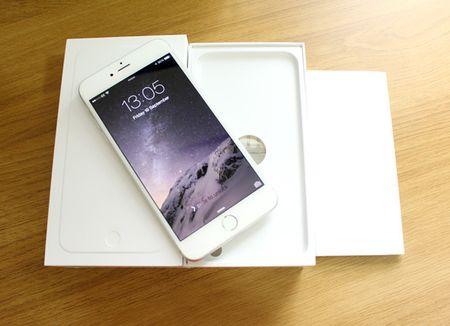 Iphone 8 lo gia ban cao ngat nguong, the he tien nhiem 'do gia' cuc manh - Anh 3