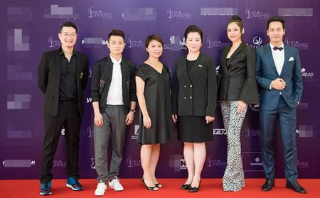 Pham Huong tu tin toa sang, A hau Hoang My - MC Phan Anh 'cam can nay muc' Hoa hau Hoan vu Viet Nam 2017 - Anh 1