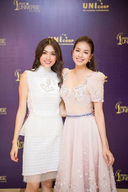 Pham Huong tu tin toa sang, A hau Hoang My - MC Phan Anh 'cam can nay muc' Hoa hau Hoan vu Viet Nam 2017 - Anh 9