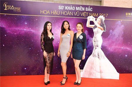 Khanh Linh The Face len tieng ve thong tin du thi Hoa hau Hoan vu Viet Nam 2017 - Anh 1