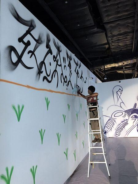 Nghe si Graffity Nhat ban 'tung hoanh' tai Ha Noi voi nhung buc tranh khong lo - Anh 13