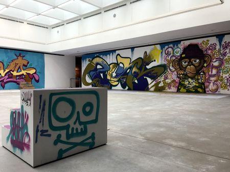Nghe si Graffity Nhat ban 'tung hoanh' tai Ha Noi voi nhung buc tranh khong lo - Anh 2