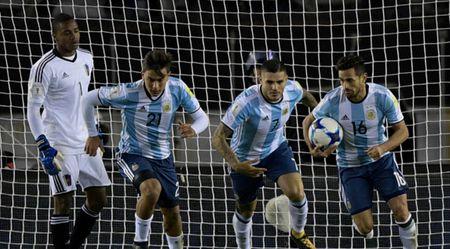 Argentina 1-1 Venezuela: Messi nguy co ngoi nha xem World Cup 2018 - Anh 2