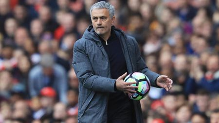 Mourinho: 'Them 1 ky chuyen nhuong nua, M.U se la so 1' - Anh 1