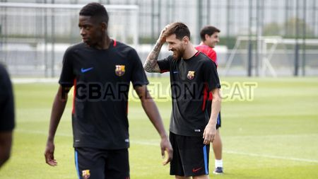 Ngay dau tap luyen cung Messi, Dembele vui ra mat - Anh 6