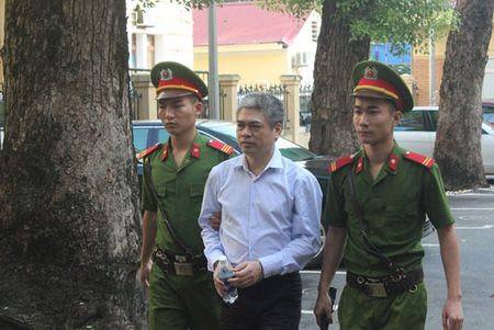 Nguyen Xuan Son phu nhan toi danh 'tham o' - Anh 1