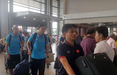 Tuyen Viet Nam lang le ve nuoc sau tran thang Campuchia - Anh 2