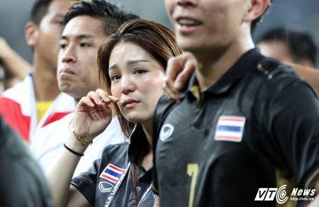 Vo dich SEA Games 29, U22 Thai Lan chia tay nu truong doan xinh dep - Anh 1