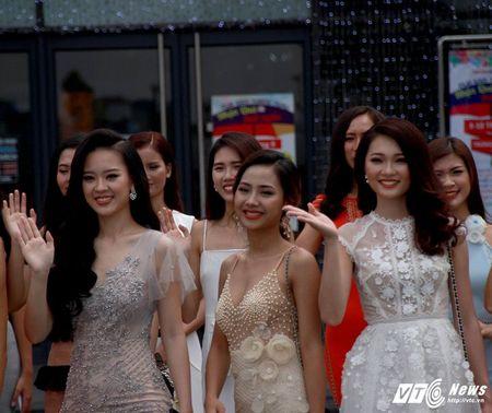 Hot girl DH Phong chay chua chay Hoang Hai Thu: Guong mat trien vong tai cuoc thi HHHV 2017 - Anh 2