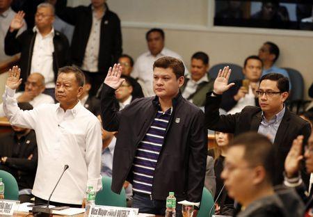 Nguoi nha ong Duterte doi mat cao buoc - Anh 1