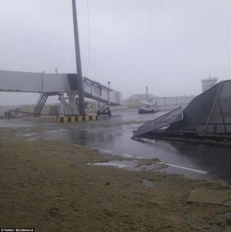 Sieu bao Irma kem gio 300 km/h pha tan nat dao Barbuda - Anh 1