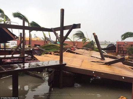 Sieu bao Irma kem gio 300 km/h pha tan nat dao Barbuda - Anh 4