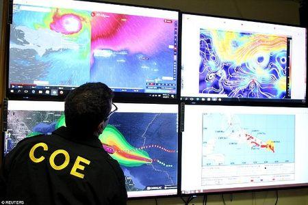 Sieu bao Irma kem gio 300 km/h pha tan nat dao Barbuda - Anh 8