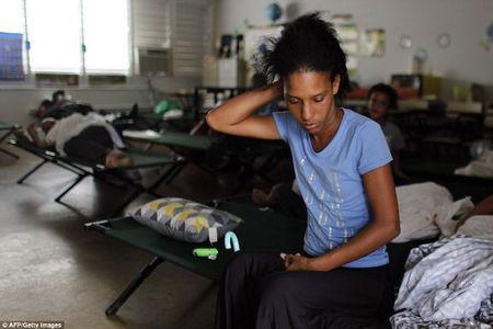 Sieu bao Irma kem gio 300 km/h pha tan nat dao Barbuda - Anh 9