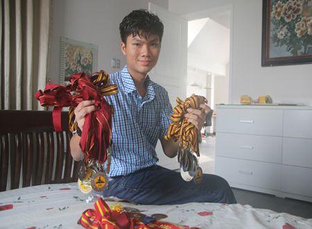 Chang trai nho tuoi nhat gianh hoc bong tien ty du hoc tai Ha Lan - Anh 1