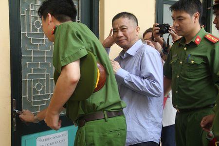 Nguyen Xuan Son chi 20 ty de doi ngoai, Ninh Van Quynh su dung de tau nha, mua xe - Anh 1