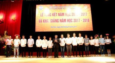 Sinh vien nhap hoc Hoc vien cong nghe BCVT nam hoc 2017 - 2018 dat 100,07% - Anh 2