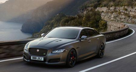 Sedan hieu suat cao Jaguar XJR575 chot gia tu 122.400 USD - Anh 1