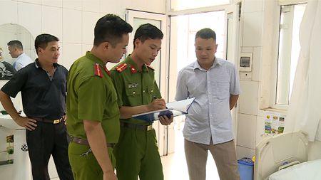 Doi tuong trong vu truy sat tai Benh vien Da khoa Phu Xuyen ra dau thu - Anh 2