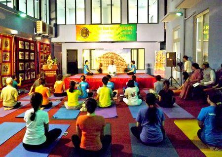 Nguoi dan thu do thich thu trai nghiem Yoga Song khoe - Anh 2
