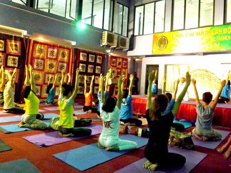 Nguoi dan thu do thich thu trai nghiem Yoga Song khoe - Anh 3