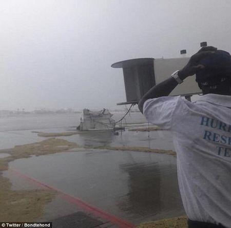 Bao Irma can quet Caribe, khien 10 nguoi thiet mang truoc khi vao My - Anh 11