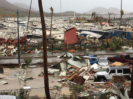 Bao Irma can quet Caribe, khien 10 nguoi thiet mang truoc khi vao My - Anh 5