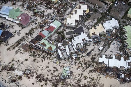 Bao Irma can quet Caribe, khien 10 nguoi thiet mang truoc khi vao My - Anh 9