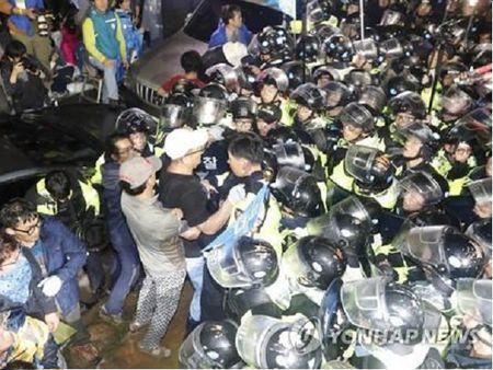Han Quoc: Bieu tinh phan doi trien khai THAAD bien thanh dung do - Anh 2